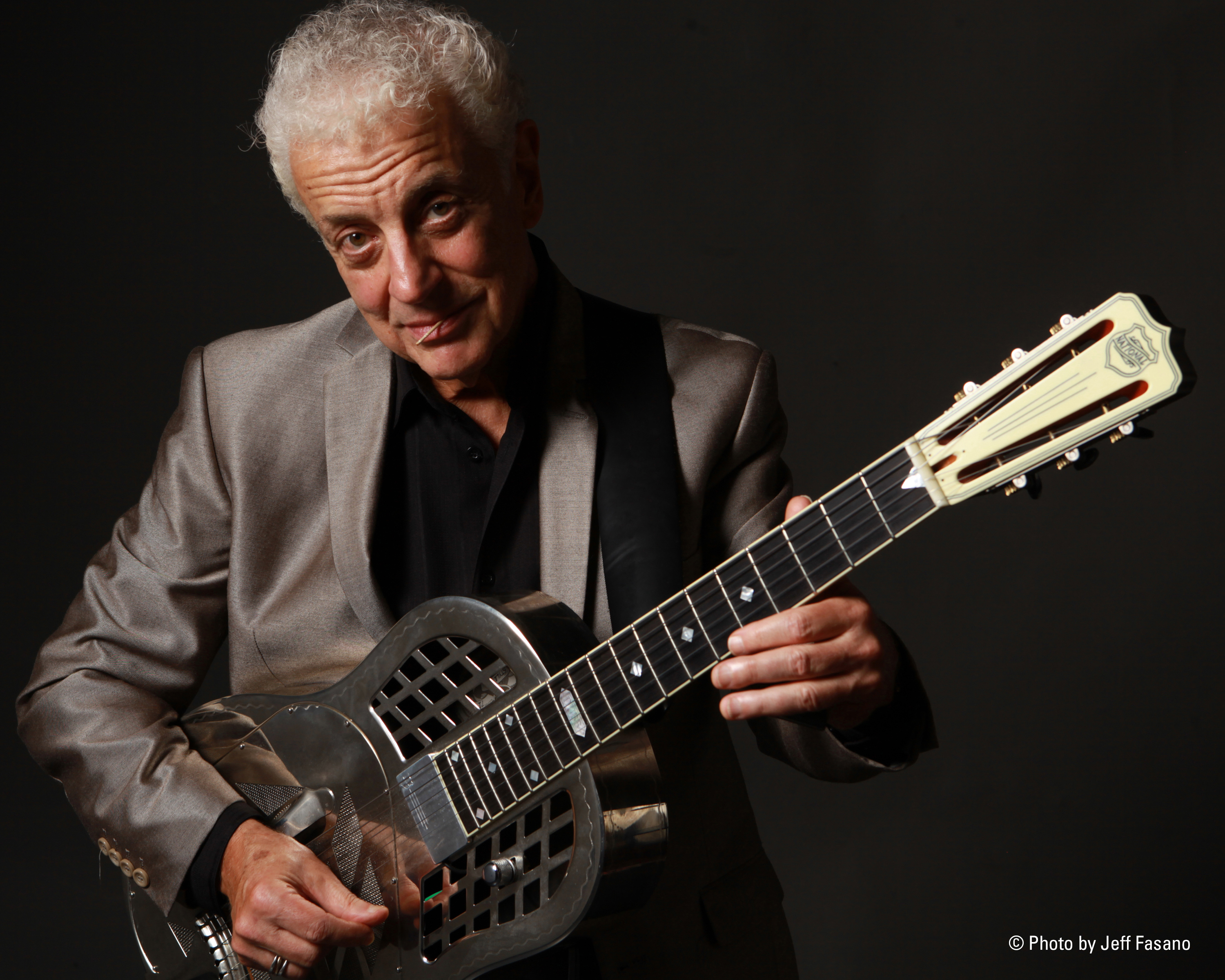 Fiddle & Bow Society Presents: Doug MacLeod